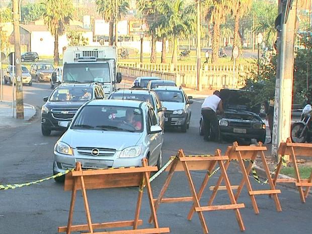 Furto de fios de cobre causou congestionamento em Ribeirão Preto, SP (Foto: Paulo Souza/EPTV)