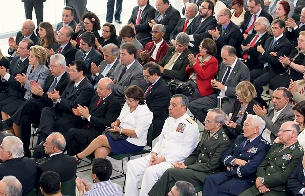 SEM DISFARÇAR Lançamento da Comissão da Verdade, em 2012. Os ministros militares não aplaudiram (Foto: Lula Marques/Folhapress)