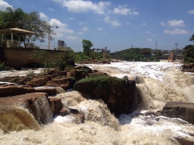 Rio Tietê em outro dia com a água limpa (Foto: Rafaela Paes/ Arquivo Pessoal)