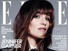 Jennifer Garner posa de terno para revista e critica machismo em evento