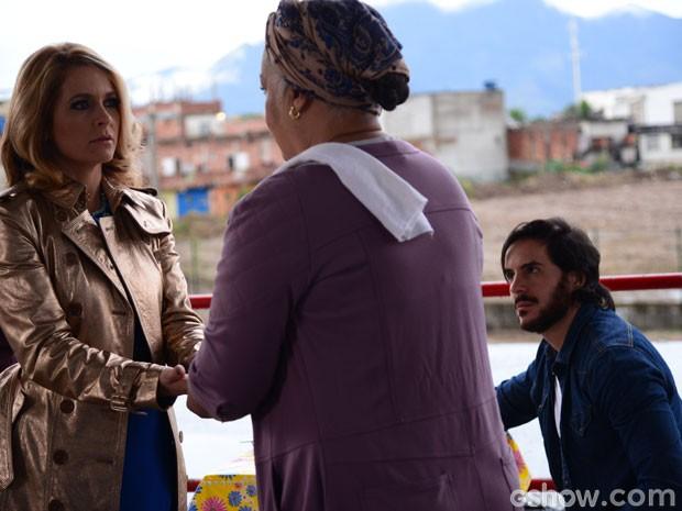 O que será que Dona Olina disse que deixou Pamela e Herval tão aflitos? (Foto: Raphael Dias/TV Globo)