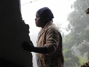 Dona Elizabeth salvou o filho cavando com as próprias mãos (Foto: Chandy Teixeira)