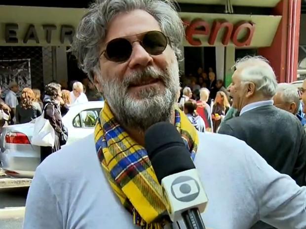 O ator Leopoldo Pacheco foi ao velório de Umberto Magnani (Foto: TV Globo/Reprodução)