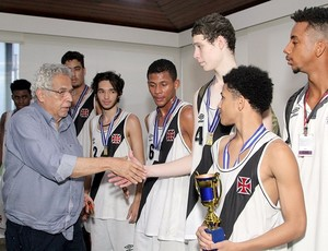 Presidente Eurico Miranda recebeu atletas após o título (Foto: Paulo Fernandes/Vasco.com.br)