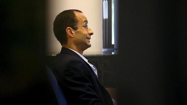 Marcelo Odebrecht espera para prestar depoimento em Curitiba em novembro de 2015, após ser preso na Operação Lava Jato (Foto: Rodolfo Buhrer/Reuters)