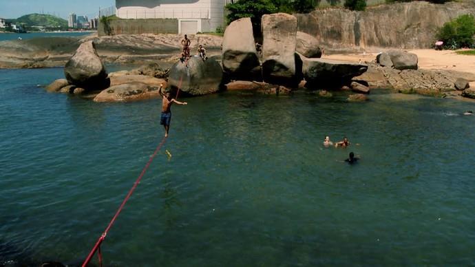 Concentração e equilíbrio são os segredos do waterline. (Foto: Divulgação/ TV Gazeta ES)