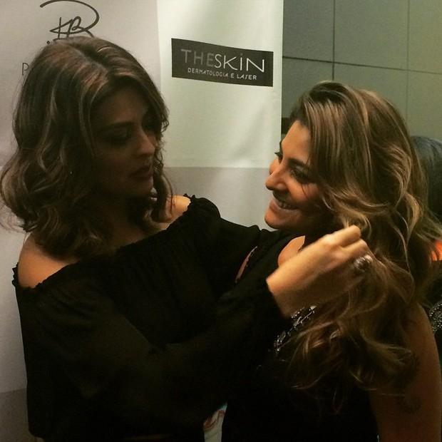 Juliana Paes e a irmã Rosana Paes em evento de beleza no Rio (Foto: Instagram/ Reprodução)