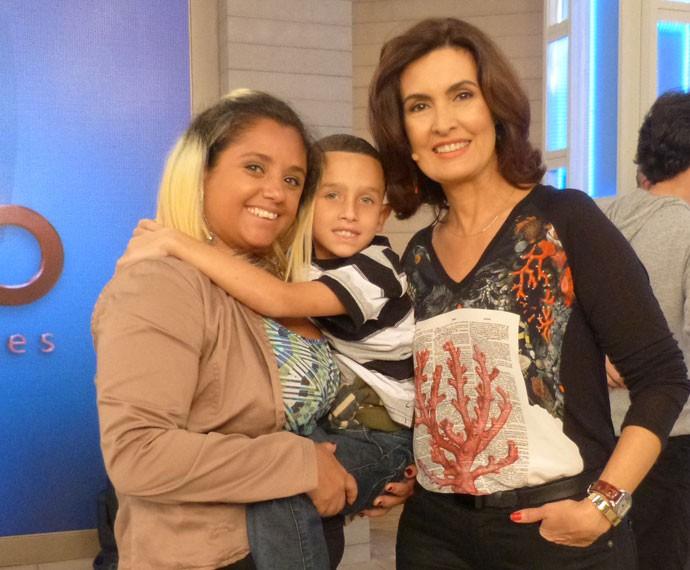 Fabíola ao lado do filho e de Fátima Bernardes (Foto: Viviane Figueiredo Neto/ Gshow)