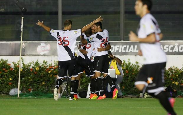 gol Vasco x Luverdense (Foto: Marcos Tristão / O Globo)