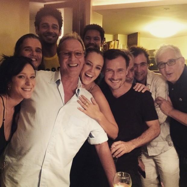 Paolla Oliveira e Paolla Oliveira com o elenco Felizes para Sempre (Foto: Reprodução/Instagram)