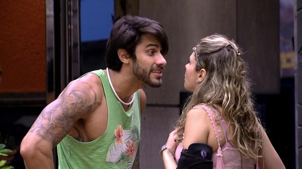 Renan e Ana Paula discutem em festa anterior (Foto: Globo/Divulgação)