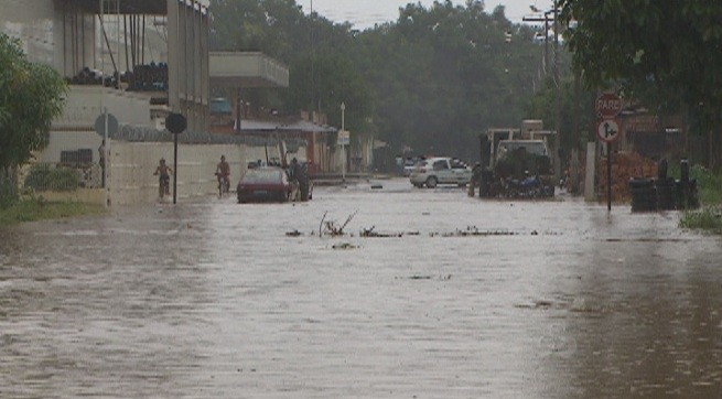 Fortes chuvas contribuem para o acúmulo de água e aumento nos casos das doenças (Foto: Bom dia Amazônia)