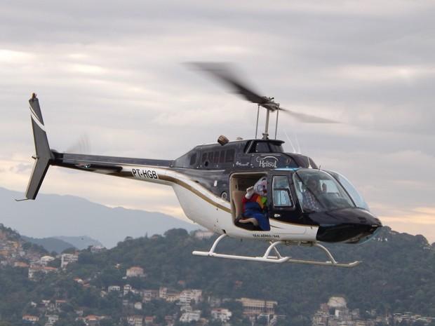 Coelho da Páscoa chega de helicóptero no Pão de Acúçar (Foto: Divulgação/Tassiana Carias)