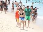 Depois da folia, Harrison Ford vai à praia com a família