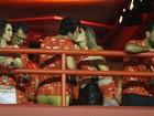 Luan Santana curte carnaval no Rio com a namorada e beija muito