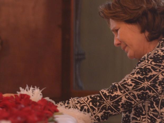 Berenice Batella, esposa do romancista João Ubaldo Ribeiro, no velório de seu marido na  Academia Brasileira de Letras (ABL) no centro  do Rio (Foto: ARMANDO PAIVA/FOTOARENA/ESTADÃO CONTEÚDO)