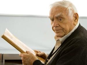 Ernest Borgnine, no filme 'Red - Aposentados e perigosos', de 2010 (Foto: Divulgação)