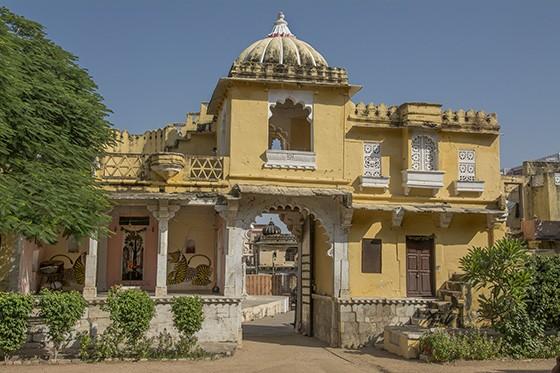Portão de entrada do Castelo de Ghanerao, localidade no Rajastão, Índia (Foto: © Haroldo Castro/ÉPOCA)