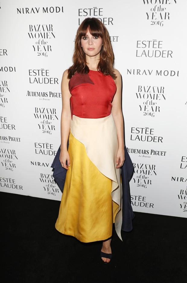 Felicity Jones em premiação em Londres, na Inglaterra (Foto: David M. Benett/ Getty Images)