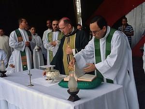 Missa celebrada durante a 19º romaria de frei Damião. (Foto: Divulgação)