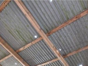 Granizo perfurou telhados em Campo Erê (Foto: Campoere.com/Divulgação)