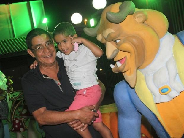 Zeca Pagodinho no aniversário das filhas de Giovanna Antonelli (Foto: Anderson Borde/AgNews)