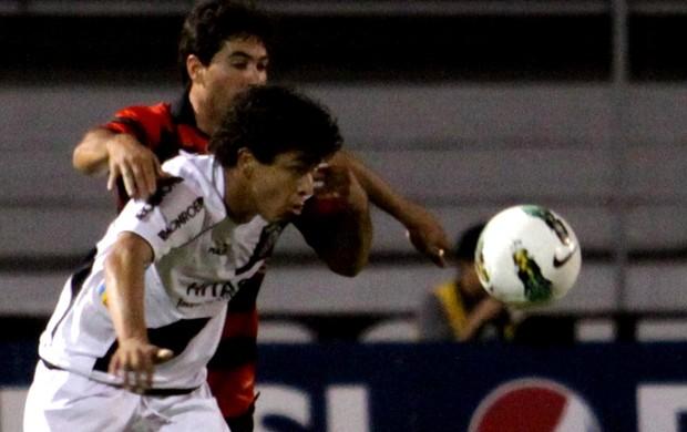 Lance do jogo entre Ponte preta e Atlético-GO (Foto: Gustavo Magnusson / Agência Estado)