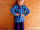 Agasalhada, Rafaella Justus posa para foto antes de ir para escola