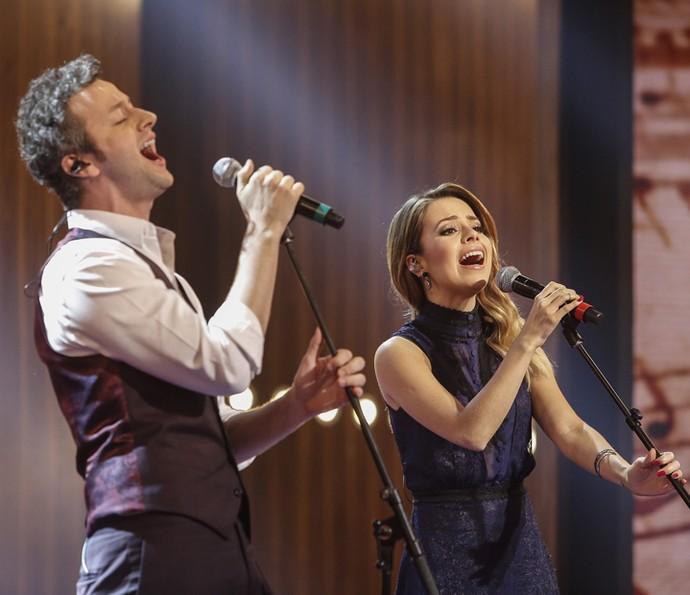 Sandy e Lucas Lima cantam pela primeira vez juntos na TV (Foto: Raphael Dias / Gshow)