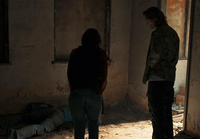 Celso e capangas espancam suposto estuprador de Débora (Foto: TV Globo)