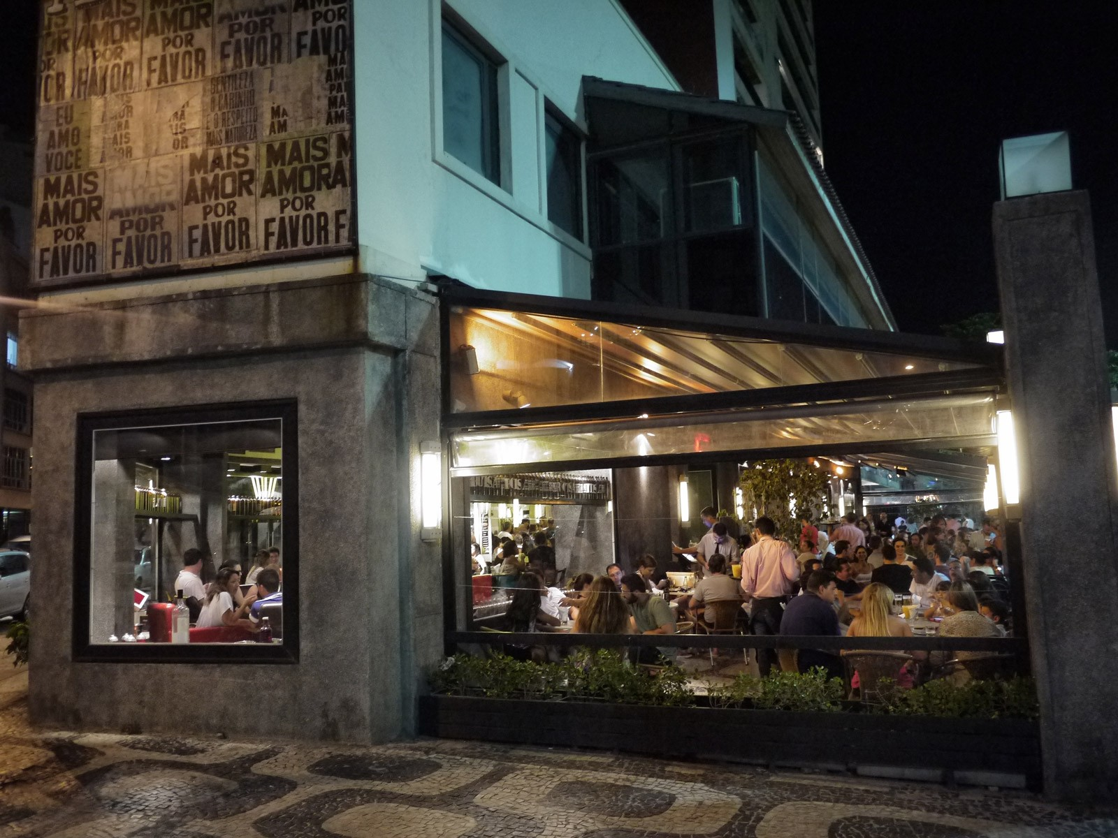 Homem assedia mo as em bar de ipanema e gerente responde 39 n o podia fazer nada ele cliente - Restaurante astor ...