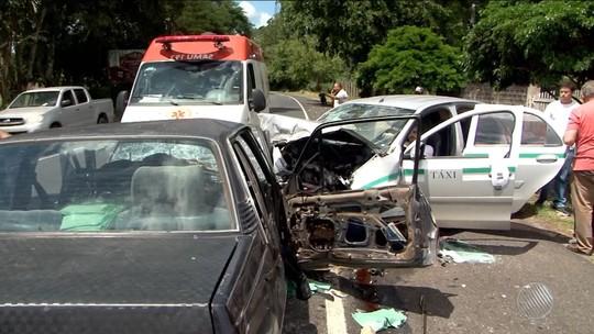 Acidente deixa três feridos e causa interdição parcial de pista por duas horas na Bahia