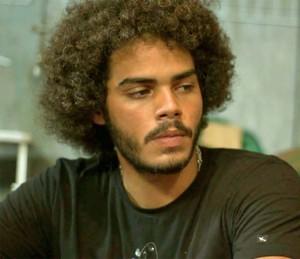 Pedro encara Rodrigo (Foto: TV Globo)