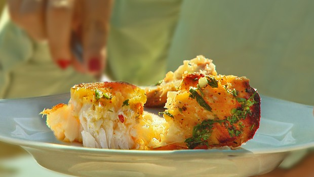 Churrasco de peixe é receita típica da rua do Porto (Ronaldo Oliveira/TG)