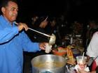 Grupo anônimo promove ceia para moradores de rua, em Manaus