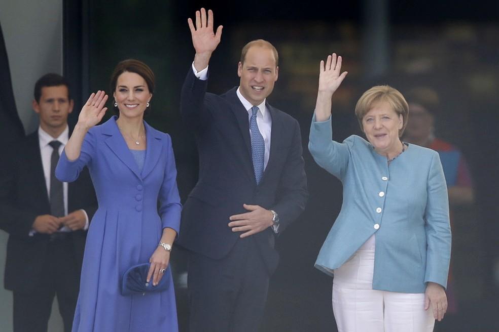 Duquesa de Cambridge, príncipe William e Angela Merkel, chanceler da Alemanha (Foto: Bernd Von Jutrczenka/dpa via AP)