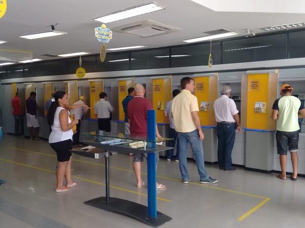 Serviços como saque e depósitos têm se mostrado ineficientes, segundo clientes (Foto: Robert Oliveira/G1)