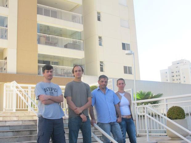 Moradores de condomínio de São Bernardo do Campo, no ABC, pedem alteração de trajeto do monotrilho. (Foto: Tatiana Santiago/ G1)