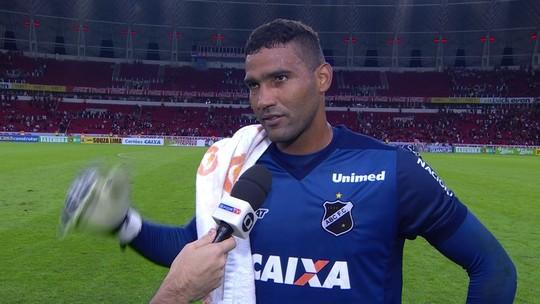 """""""A gente não desistiu nunca"""", diz Edson, herói do ABC no Beira-Rio"""