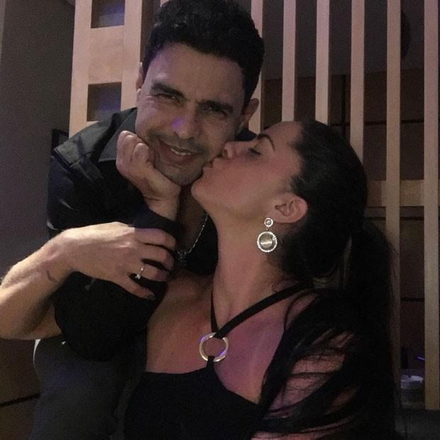Zezé Di Camargo com a namorada, Graciele Lacerda (Foto: Instagram/ Reprodução)