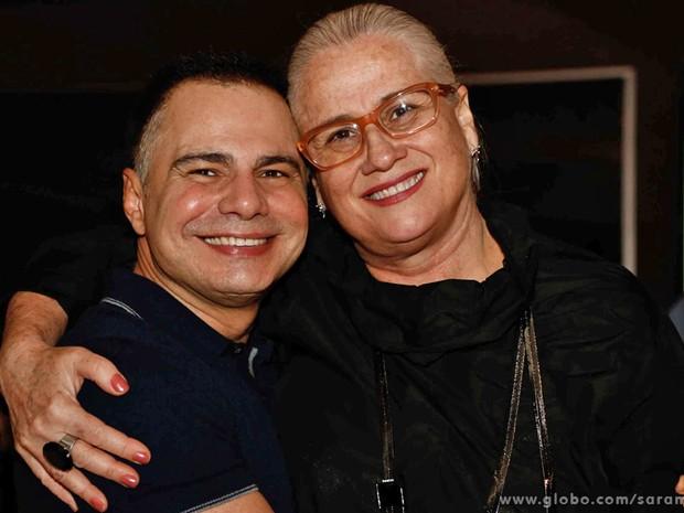 Ricardo Linhares, o autor da nova versão, posa ao lado de Vera Holtz, que vai encarnar a famosa Dona Redonda na trama (Foto: Saramandaia/TV Globo)
