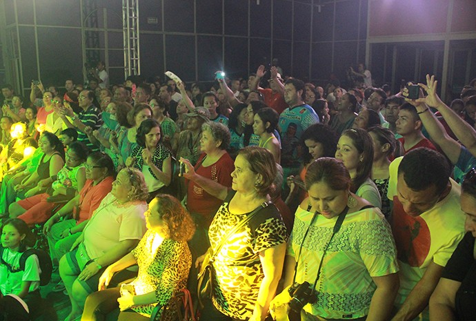 Mais de 300 pessoas prestigiam o show (Foto: Katiúscia Monteiro/ Rede Amazônica)