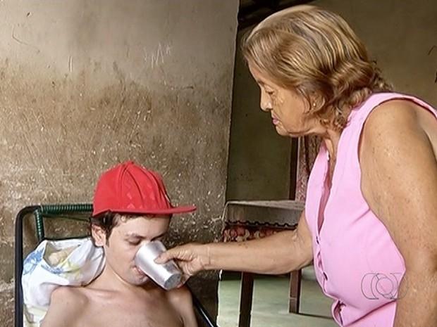 Jovem tem doença degenerativa (Foto: Reprodução/TV Anhanguera)