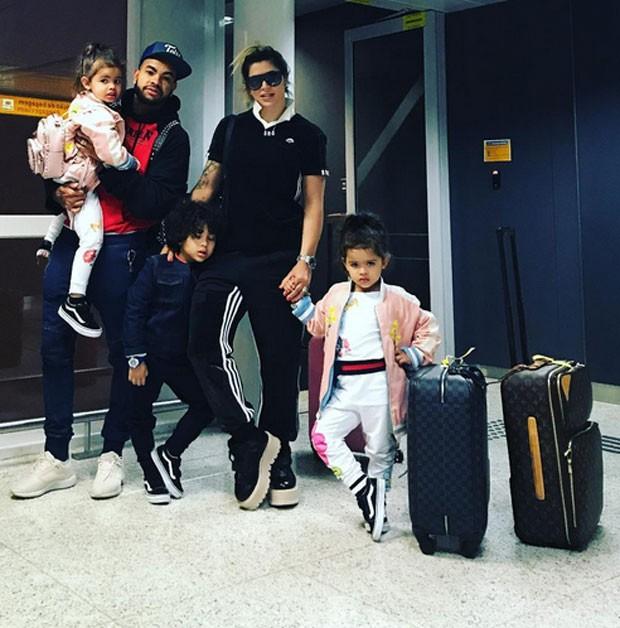 Dentinho e Dani Souza e filhos (Foto: Reprodução)