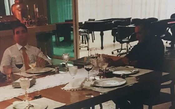 Foto feita por delator da JBS mostra jantar com participação do advogado Willer Tomaz (esquerda) e do procurador Ângelo Goulart (Foto: Reprodução)