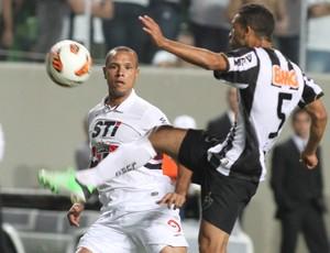 Luis Fabiano, Atlético-MG x São Paulo (Foto: EFE)