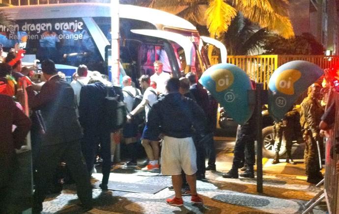 chegada da Holanda ao hotel (Foto: Thales Soares)