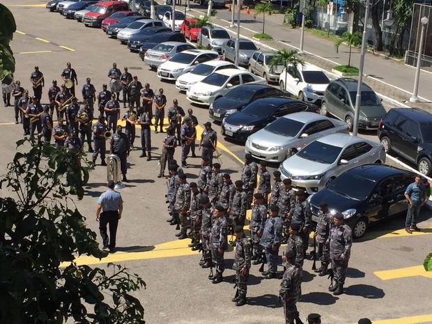 Três corpos serão velados no Batalhão de Choque, Centro do Rio (Foto: Patrícia Teixeira / G1)