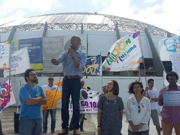 Edilson Silva fez 'desinauguração' do Geraldão, na Zona Sul do Recife (Foto: Penélope Araújo/G1)