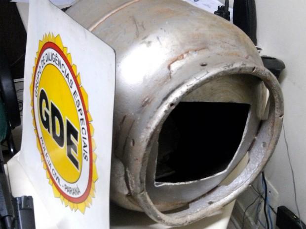Armas foram encontradas dentro de botijão de gás depois de uma denúncia anônima feita ao GDE (Foto: Valdecir Marcos / Arquivo Pessoal)